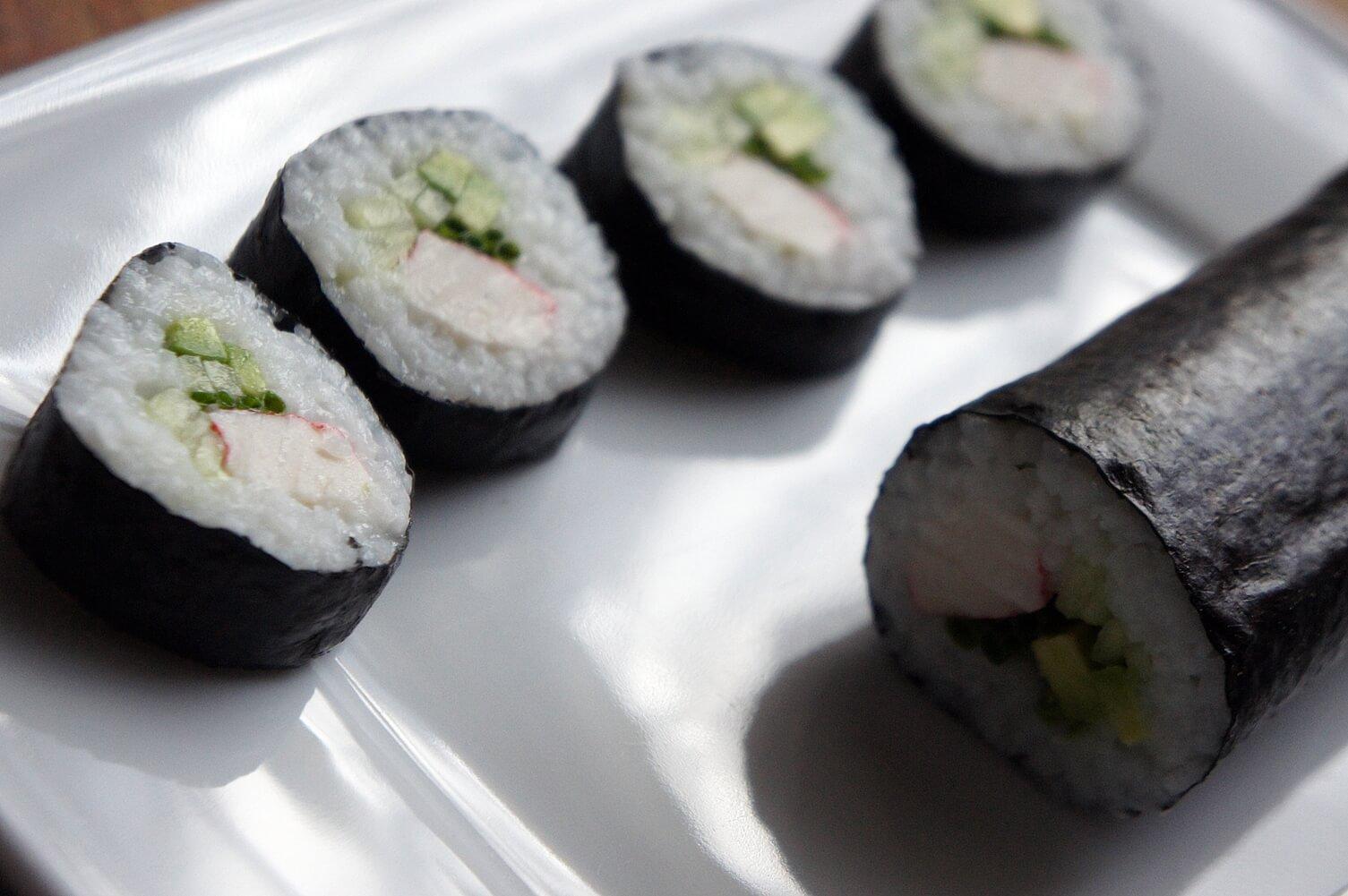 Jak zrobić Sushi? sushi domowe z surimi